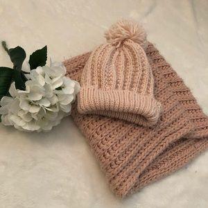 ⚡️Bundle & save 30%⚡️ Soft Pink Scarf and Hat Set